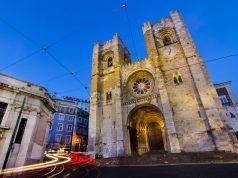 Imagen nocturna de la catedral de Lisboa