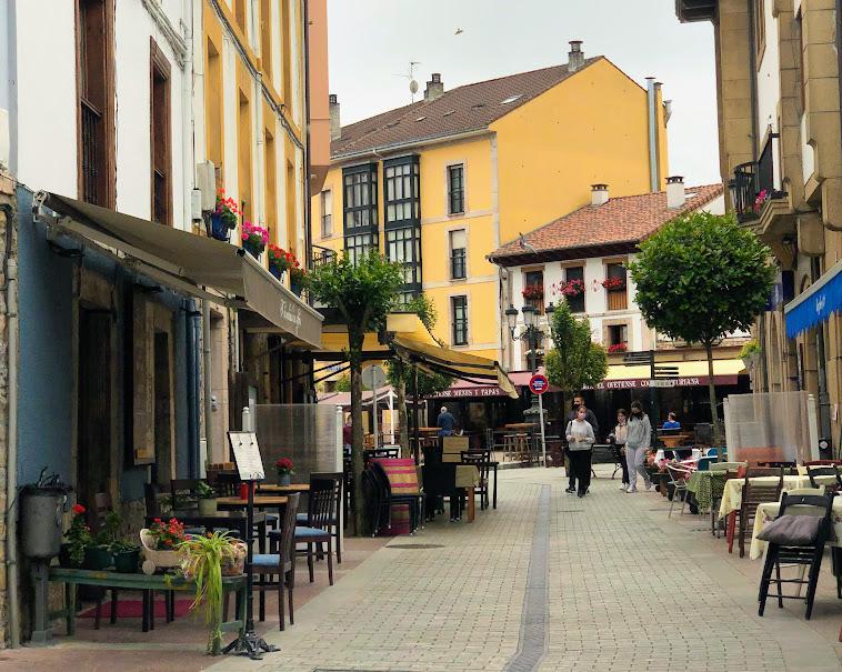Calle del centro de Cangas de Onís